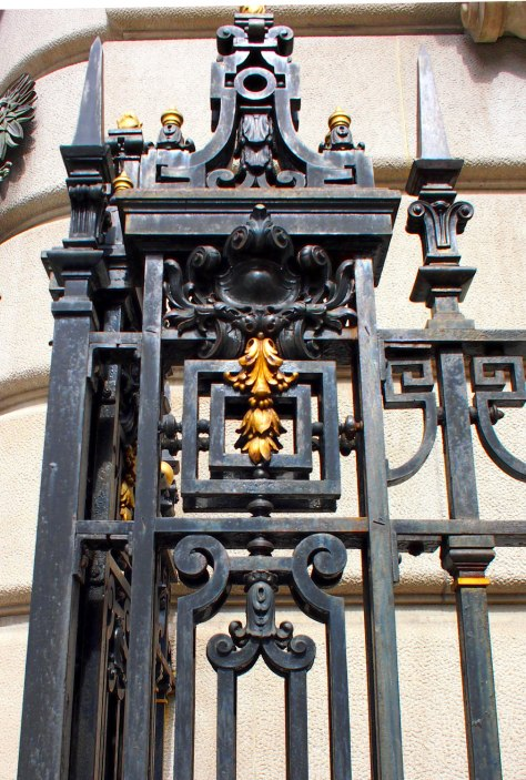 I like this gilt element on the black wrought iron